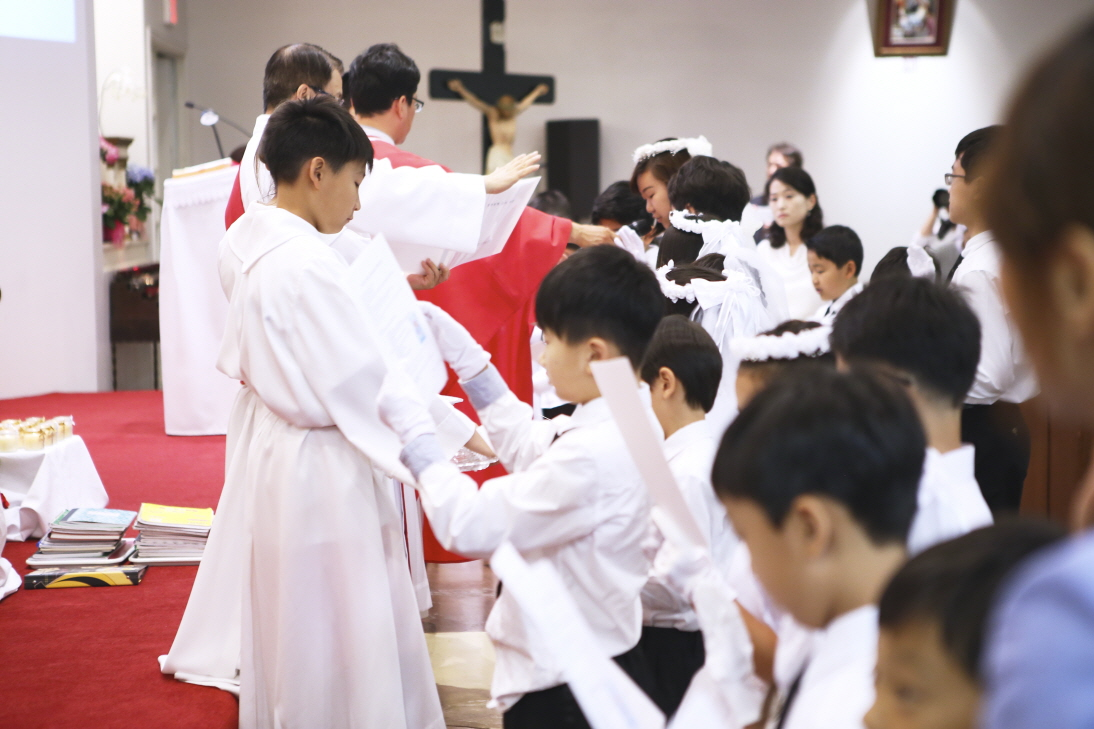 2016 First Communion.20160515_St. Andrew Kim 680.jpg